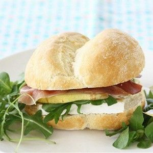 Сэндвич с грушей, сыром бри и ветчиной рецепт – французская кухня: сэндвичи. «Афиша-Еда»