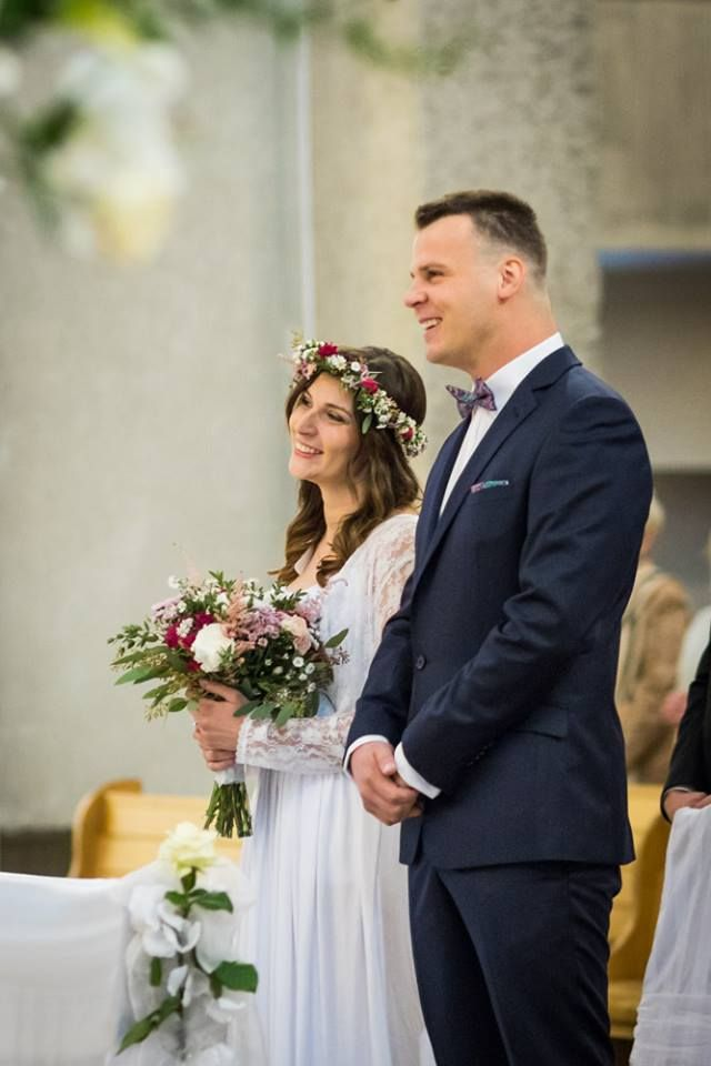 Piękni i szczęśliwi.  #bride #flowers #bouquet #wedding #couple