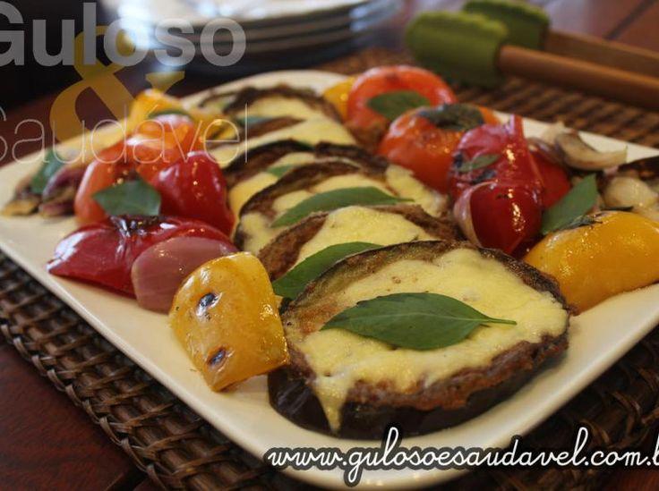 Berinjela Empanada com Legumes Salteados