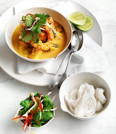 MiNDFOOD - Malaysian Prawn Curry with Herb and Bean-Sprout Salad