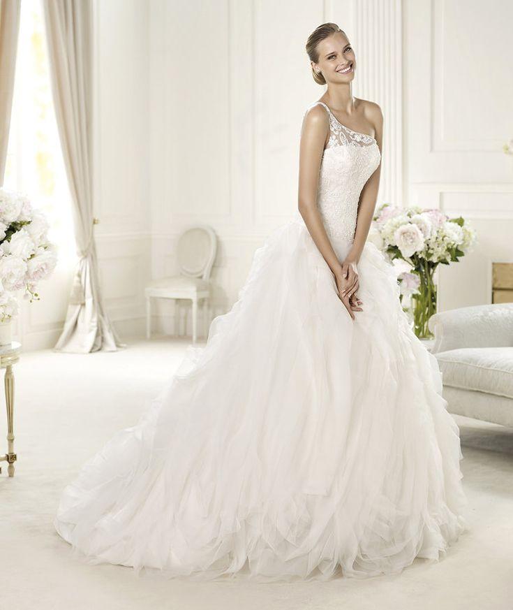 Fancy Pronovias presents the Ulmen wedding dress Dreams Pronovias is available at Patsy us