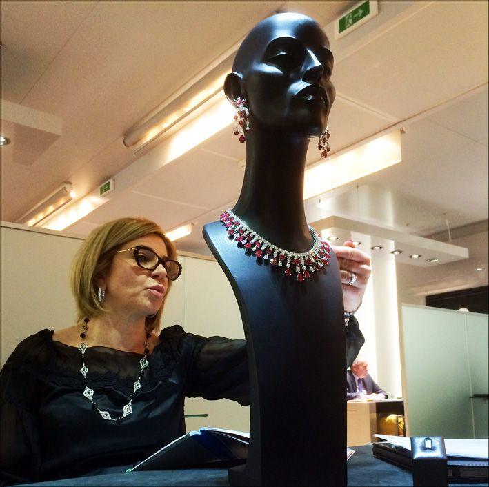 Lady Picchiotti presenta a Gioiellis la collana di rubini da 960mila dollari. Era Baselworld...