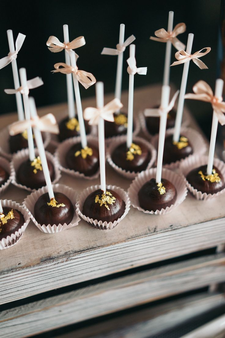 Chocolate cake pops, chocolate lollipops