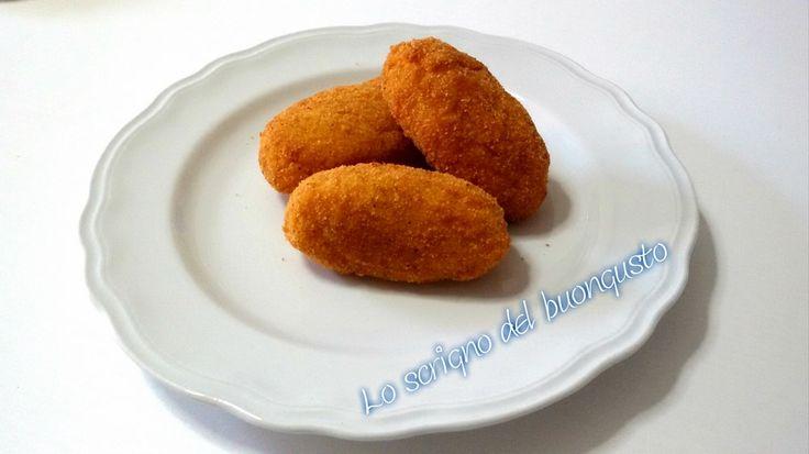 SUPPLI' DI RISO ALLO ZAFFERANO (ABRUZZO)                                       CLICCA QUI PER LA RICETTA http://loscrignodelbuongusto.altervista.org/suppli-riso-allo-zafferano/ #riso #Abruzzo #antipasti #food #ricette #fritto #suppli #foodblogger
