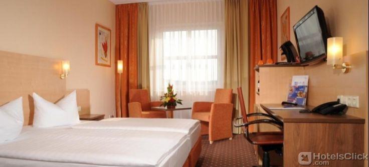 Il rinomato ECONTEL HOTEL Berlin Charlottenburg a #Berlino, è collocato a soli 15 minuti a piedi dallo Schloss Charlottenburg e a soli 10 minuti di autobus dall'Aeroporto di #Tegel. https://www.hotelsclick.com/alberghi/germania/berlino/18532/hotel-econtel-hotel-berlin-charlottenburg.html