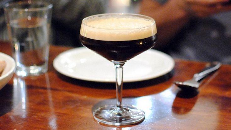 Espresso Martini http://winedharma.com/it/dharmag/febbraio-2015/espresso-martini-cocktail-la-ricetta-originale-con-ingredienti-dosi-e-abbiname