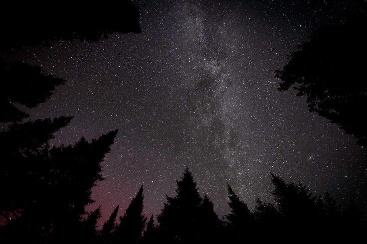 Hôtel 5 étoiles? Ou une vue avec 5 milliards d'étoiles... Le parc provincial Mont-Carleton et sa réserve de ciel étoilé, quelle brillante idée! #ExploreNB #ParcsNB
