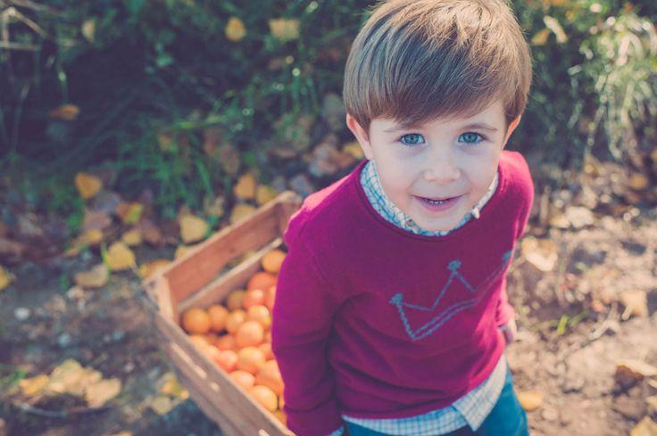 Fotografía de #Familia en #Castellón y #Valencia - Reportajes para niñas y niños en el bosque - Retrato -#Otoño #Autum #Kids #Portrait #Camp #Campo #Oranges #Naranjas