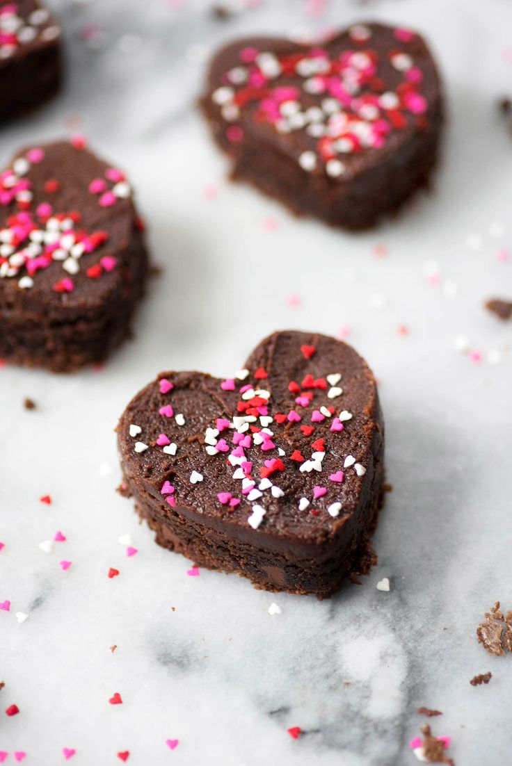 Well friends, we did it! We found the perfect frosted brownies for your Valentine! See the full tutorial on how to perfectly cut and prep your dessert..
