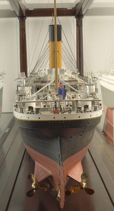 RMS (Royal Steamship Titanic) Buque de Vapor de correo Real Titanic fue una gran obra de ingienería naval lástima que por fallos matemáticos técnicos se chocase con un iceberg y se hundiese actualmente está roto por dos partes en el Océano Atlántico Terranova