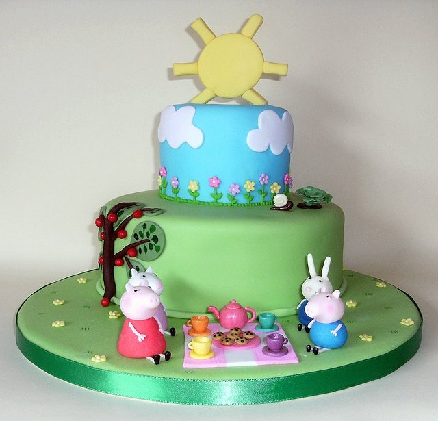 Peppa Pig Cake...my little one, well not so little any more...nearly 6yrs would love this for his upcoming birthday.  We love Peppa Pig so much in this household.