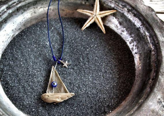 Driftwood barca a vela collana collana di stelle marine di Yalos