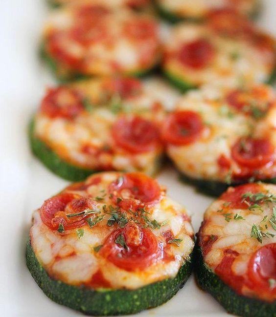 Mini Pizzas auf Zucchini statt Teig