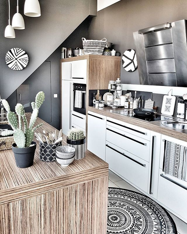 Global style in neutrals like this gorgeous kitchen really helps you appreciate the patterns