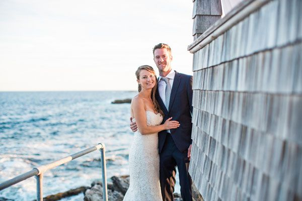 A Cozy Maine Wedding at the Driftwood Inn | Woman Getting Married, www.themainetinker.com