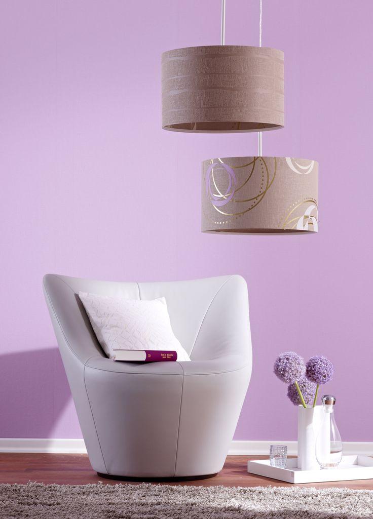 Auch Lampenschirme lassen sich passend tapezieren. Foto: Marburger Tapetenfabrik