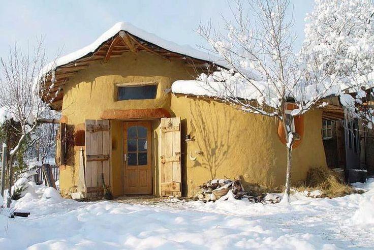 adelaparvu.com about cob house in Romania, Sasca Montana village, architect Ileana Mavrodin, Casa verde, casa de lut iarna (8)