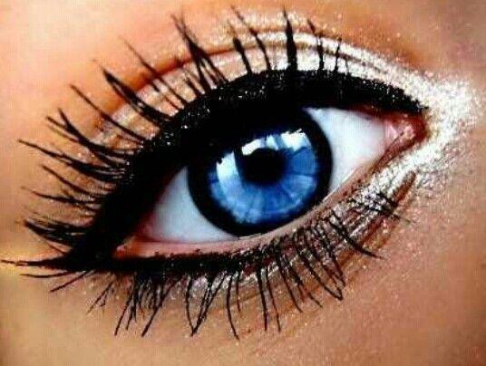 Make up for Blue Eyes | Make Up for Photoshoots | Metallic Eye Make Up