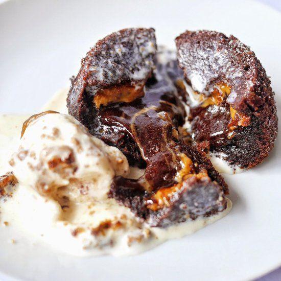 molten lava cakes biscoff molten lava cakes molten chocolate cake ...