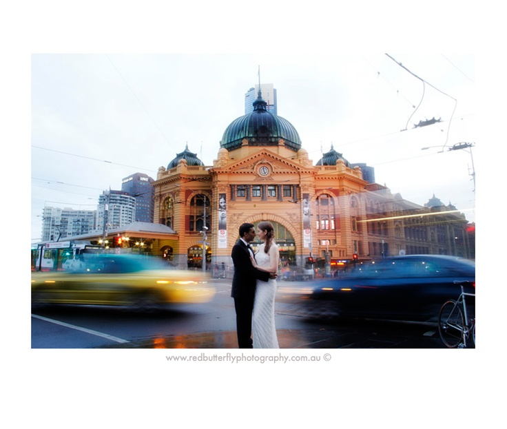 Flinders Street Station in motion | Melbourne Wedding by Red Butterfly Photography | #melbournewedding #flindersstreet #blur #motionphoto