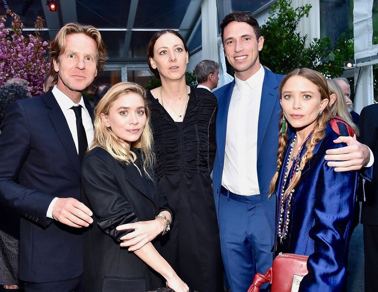 David Schulte, Ashley, Maggie Kayne, Nicolas Turko, and Mary-Kate attending the Studio in a School 40th Anniversary Gala at Seagram Building Plaza on May 3, 2017 in New York City