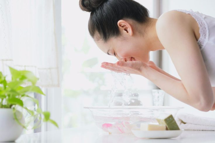 how to wash your face properly, organic facial cleansers, natural facial cleansers, organic makeup removers, natural makeup removers