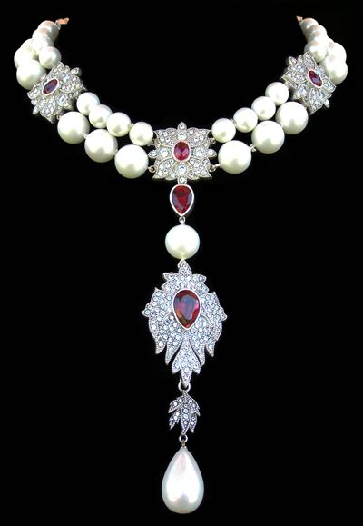 Inspiration for emiko oye's La Reine necklace: Jewelry Prop Shop replica of La Pérégrina Cartier pearl necklace created for Liz Taylor