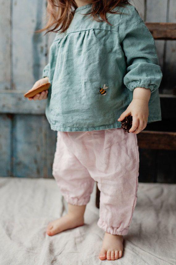 Leinenhemd, Pfefferminz grün Baby Tunika, gewaschen Bettwäsche, Hand gemachte Stickerei, Bio Kindermode