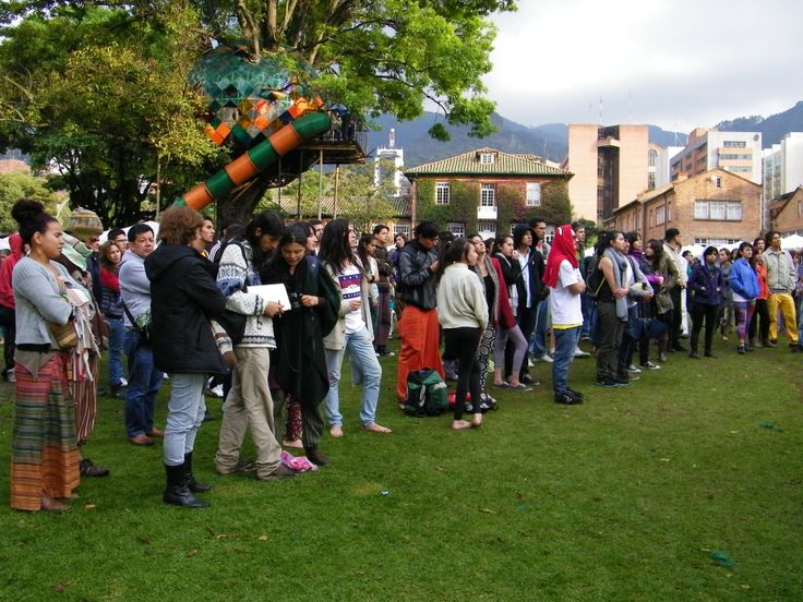 Asistentes al concierto, que se da en el marco del Eco Yoga Festival en Bogotá