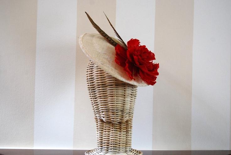 cocotocados.com #tocados tocado con plumas de faisán y peonia de plumas rojas