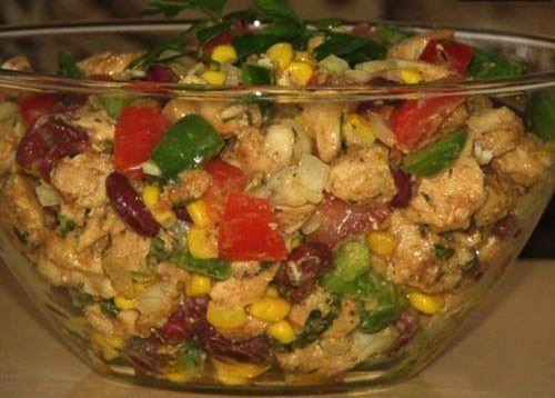 Připravte si jednoduché a svěží saláty na každý den. Během horkých dnů, se málo kterým hospodyňkám chce dlouho stát za sporákem a vyvářet.