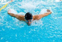 Competitive swimmers need to fuel properly prior to swim meets to ensure optimal performance. Swimming is a sport that requires strength, endurance and adequate fuel intake to provide the body with energy. In addition to a generally healthy diet plan and regular fitness training, the foods you eat the night prior to a swim meet can help you perform...