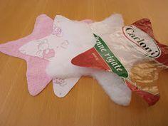 Knister-Stern für kleine Mäuse selbst nähen. #DIY #Greifspielzeug #Knisterspielzeug