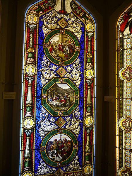File:Oberhofen Schloss Oberhofen Innen Raum mit Glasmalereien 13.JPG