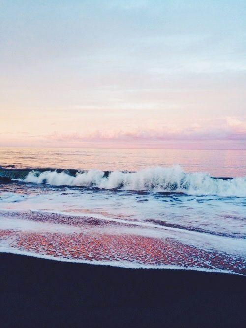 Beautiful Ocean With Lots Of Pinks This Wallpaper Looks Great On The Lock Screen And Home