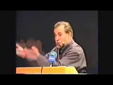 Julio Anguita es un intelectual y político comunista español. Profesor de historia, posteriormente fue alcalde de Córdoba (1979-1986), secretario general del...