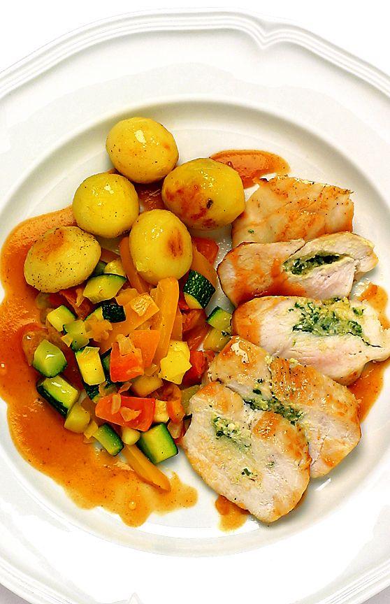 Pestofylld kycklingfilé med smörfrästa grönsaker | Recept från Köket.se
