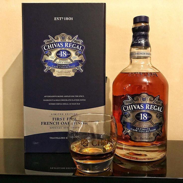 Klasik Chivas Regal 18 in fırından yeni çıkmış kurabiye notalarını hep çok sevmişimdir. İlk dolum Fransız meşesi fıçılarda bitiş verilen yüksek alkollü (%48 ABV) ekspresyonu da ne zamandır içtiğim en kompleks damağa sahip harman viskilerden #chivasregal #travelretail #viski #whisky #whiskey #singlemalt #bourbon #burbon #scotch #scotland #viskitadimi #maltingunu #meleklerinpayi #whiskyporn #whiskylove #whiskygram #InstaLike #InstaDram #whiskytasting #bugunviskim #viskisever #viskitutkunlari…