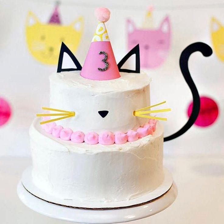 "2,044 Likes, 24 Comments - Decor&Festa - Mari Mangione/SP (@decorefesta) on Instagram: ""Bolo lindo de gatinho by @hwtm  . . #decorefesta #blogdecorefesta #decorefestacakes #cake…"""