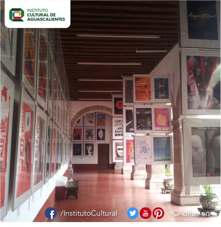 La #CasaDeLaCultura · Víctor Sandoval · durante la exposición de la Bienal Internacional de Carteles en México.