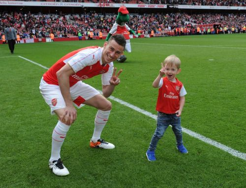 Laurent Koscielny and Noah #Arsenal #familytime #WeAreTheArsenal  #COYG  #PremierLeague