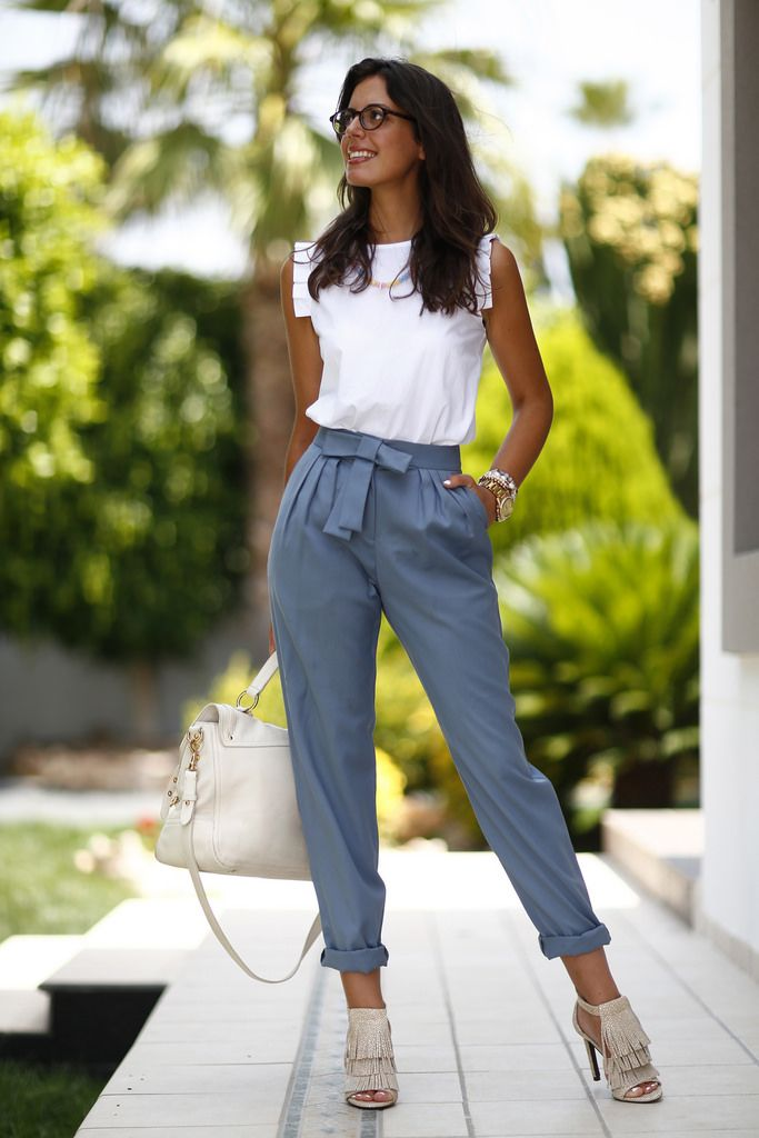 beautiful outfit...so chis! #white tee + #grey pants