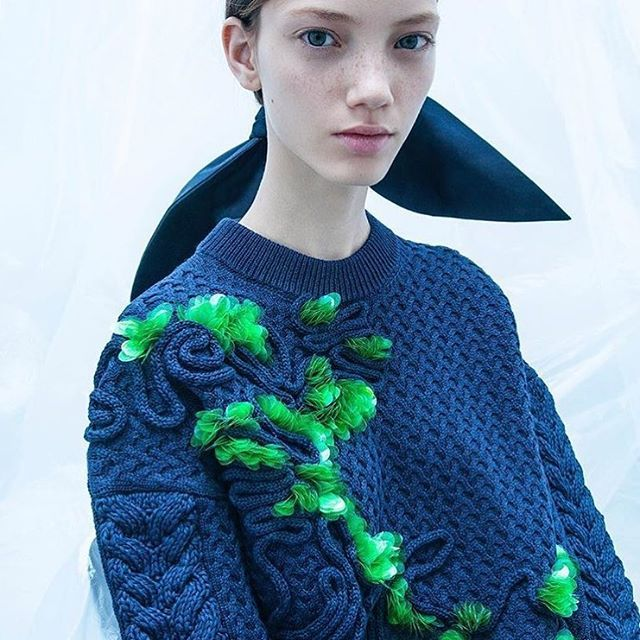 Taki sweter  #delpozo #harpersbazaarpolska #sweter #sweater #fashion #style #jesusdelpozo #zima #knitting repost @delpozo via HARPER'S BAZAAR POLAND MAGAZINE OFFICIAL INSTAGRAM - Fashion Campaigns  Haute Couture  Advertising  Editorial Photography  Magazine Cover Designs  Supermodels  Runway Models