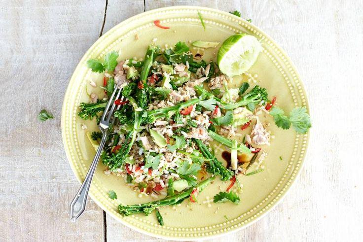 Kijk wat een lekker recept ik heb gevonden op Allerhande! Rijstsalade met tonijn en bimi