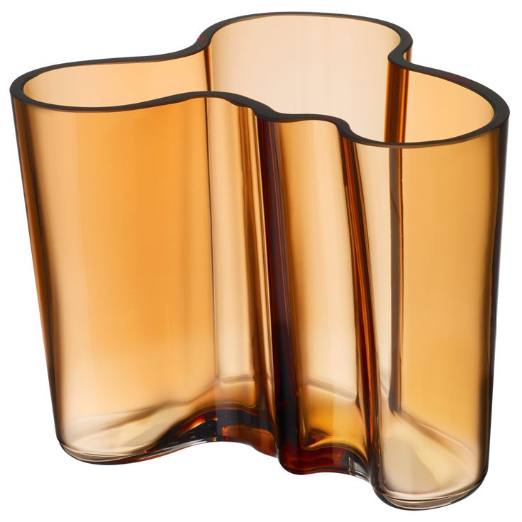 Aalto vase fra Iittala, designet av Alvar Aalto. Alvar Aalto skapte designen allerede i 1936, og i 1...