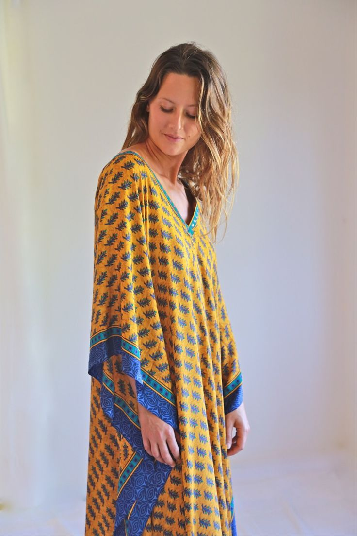 Gorgeous long kaftan. I could turn heads wearing this.