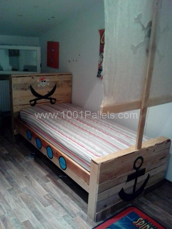 Pallet toddler pirate bed