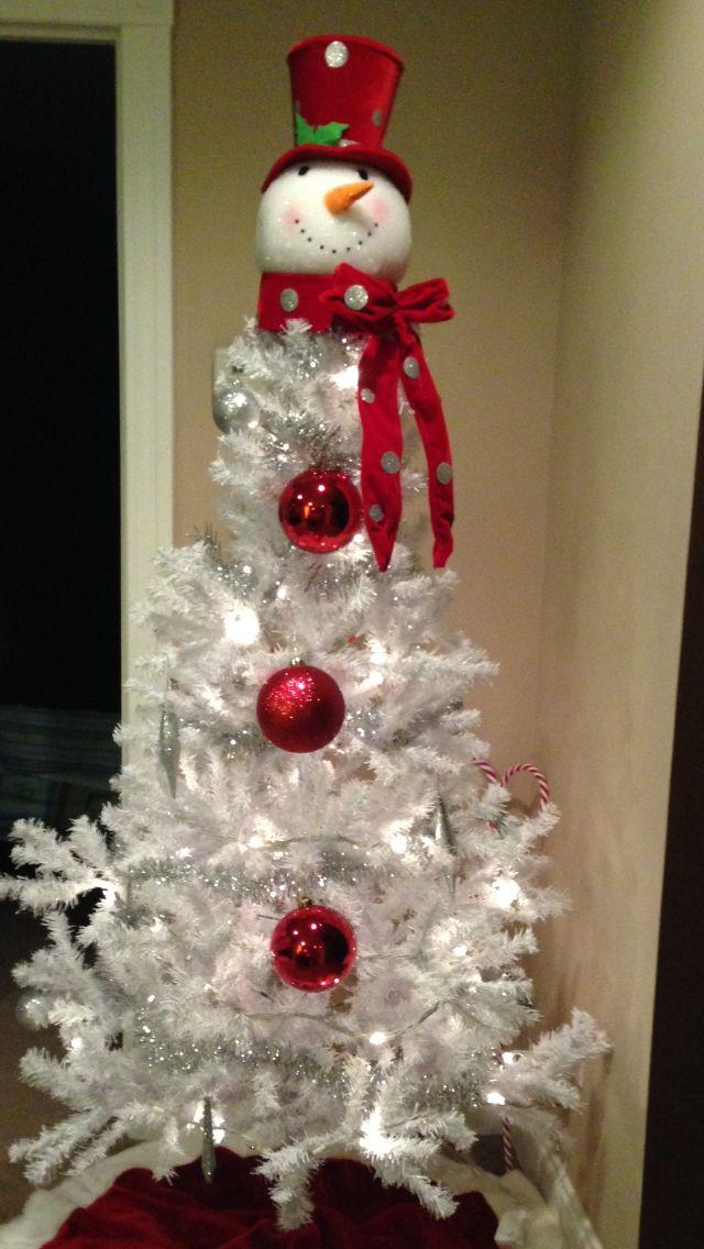 Arbol de navidad de color blanco personalizado como el muñeco de nieve. #DecoracoonNavidas