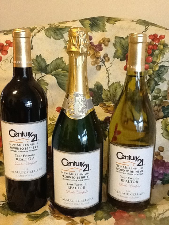 Great client gifts for Realtors, Mortgage Brokers, Loan Officers, Title Companies, Architects, Builders, Financial Planners and more! Put your Logo on wine bottles and give them as referral/client gifts! Great way to market yourself! www.winewithlinda.com