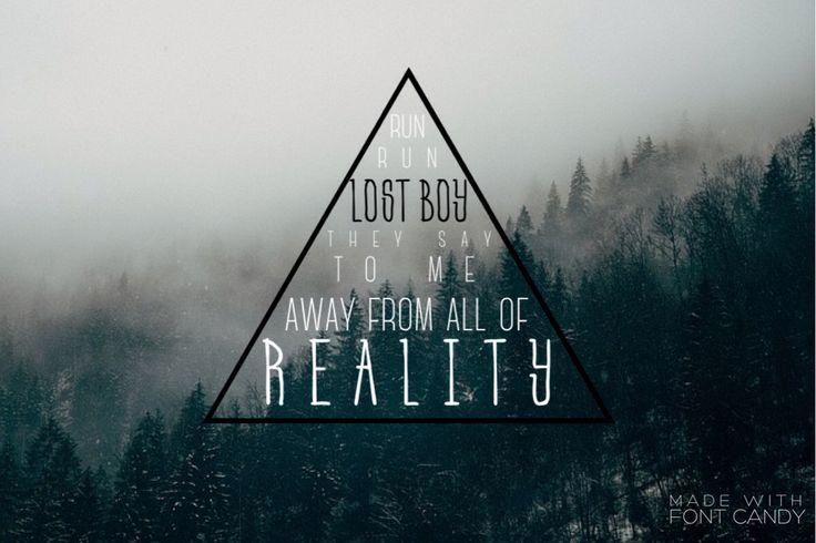 """""""Ejecutar, ejecutar chico perdido que me dicen. Lejos de toda la realidad"""" es desde Ruth B. Lost boy."""